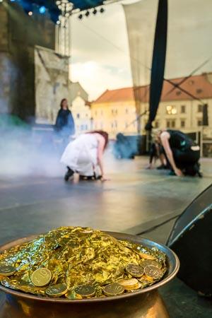 INIS - taneční vystoupení na historickém víkendu 2013